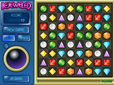 Bejeweled-pelit tarjoavat säihkyä peliä jalokivillä Bejeweled on pulmapeli, jonka on kehittänyt PopCap Games –niminen peliyhtiö ja se näki päivänvalon selainpohjaisena vuonna 2001. Peli on vuosien aikana muunnettu usealle muulle alustalle ja sitä voi PopCap Gamesin muiden pelien tapaan kokeilla ennen varsinaista käyttöä. Bejeweled-pelin rajoitettua versiota voi pelata lataamalla sen ilmaiseksi, jos pelaajaa kiinnostaa ilmaiset pelit ja niiden kokeilu. Täydet ominaisuudet pystyy ottamaan käyttöön vasta maksun jälkeen. Bejeweled on julkaistu usealla eri versiolla ja sen suosio on ollut huimaa: maailmanlaajuisesti sitä on ladattu yli 150 kertaa ja maksullista versiota on myyty yli 25 miljoonaa kappaletta. Bejeweled-pelin suosio on poikinut lukuisia samankaltaisia pelejä ja sille on julkaistu pari jatko-osaakin. Bejeweled 2 tuotiin pelimarkkinoille vuonna 2004 ja Bejeweled Twist neljä vuotta sen jälkeen, vuonna 2008. Samankaltaisia pelejä ovat muun muassa Jewel Quest, roolipelin elementtejä käyttävä Puzzle Quest: Challenge of the Warlords ja eläinaiheinen Zoo Keeper. Bejeweled-pelissä pyöritään jalokivien maailmoissa Bejeweled-pelin suosion salaisuutena lienee sen yksinkertainen peli-idea. Pelialueena toimii eräänlainen ruudukko, jonka yksi ruutu sisältää yhden seitsemästä jalokivestä. Jalokivet ovat erivärisiä ja niillä on eri tarkoitukset. Pelin tavoitteena on vaihtaa kahden jalokiven paikkaa ja vaihto edellyttää vähintään kolmen suoran samanvärisen jalokiven muodostamista. Kun suorat on muodostettu, poistuvat nämä jalokivet, jolloin ruudun yläpuolelta ilmaantuu tilalle lisää jalokiviä. Peruspeli kestää siihen saakka, kunne pelaaja ei kykene enää tekemään siirtoa, jolla jalokiviä voisi poistaa. Jokainen pelimuoto sisältää erityisominaisuutena isompia jalokivikuvioita. Neljän mittainen jalokivisuora myöntää pelaajalle eräänlaisen pommijalokiven, jonka pelaaja voi räjäyttää myöhemmin halutessaan. Viiden suora aktivoi taasen kuution, jolla voi poistaa ruudukolta kaikki t